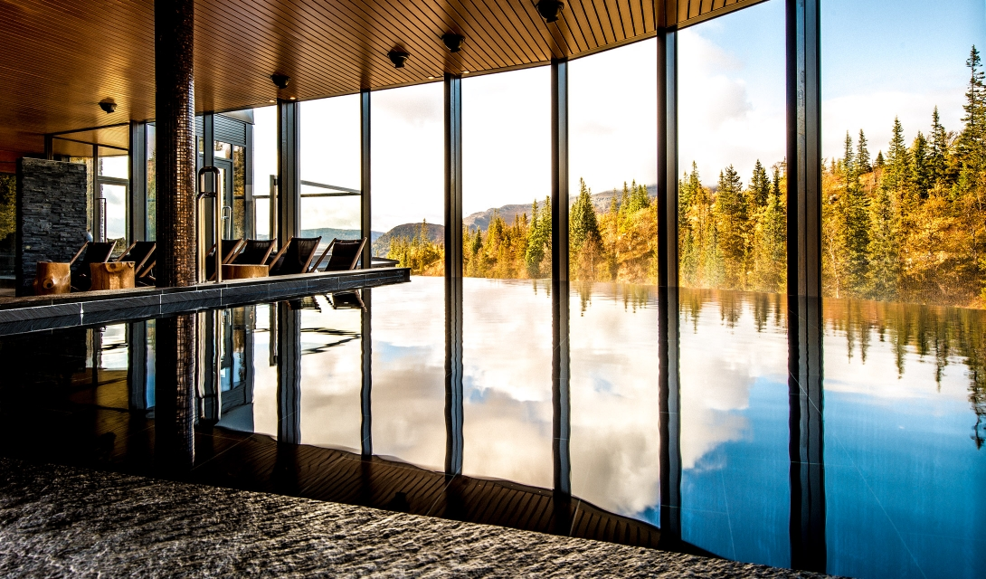 copperhill-mountain-lodge-pool-view-by-autumn-M-12-r.jpg